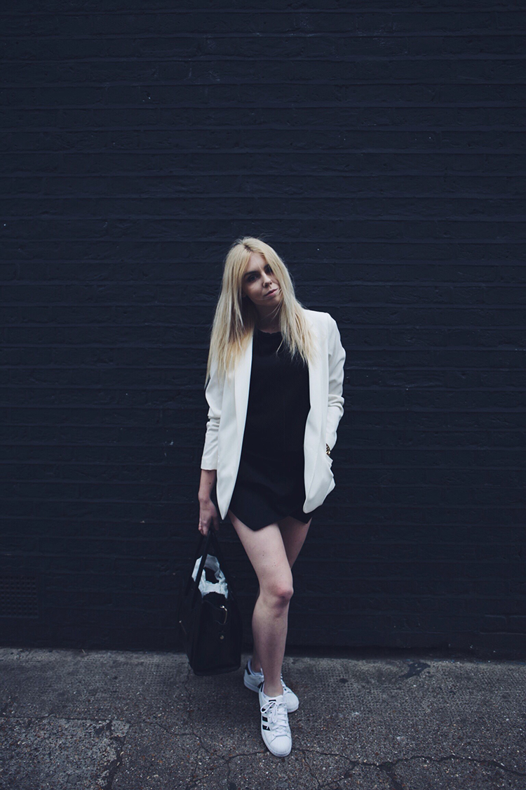 Outfit with Adidas Superstar trainers and white blazer