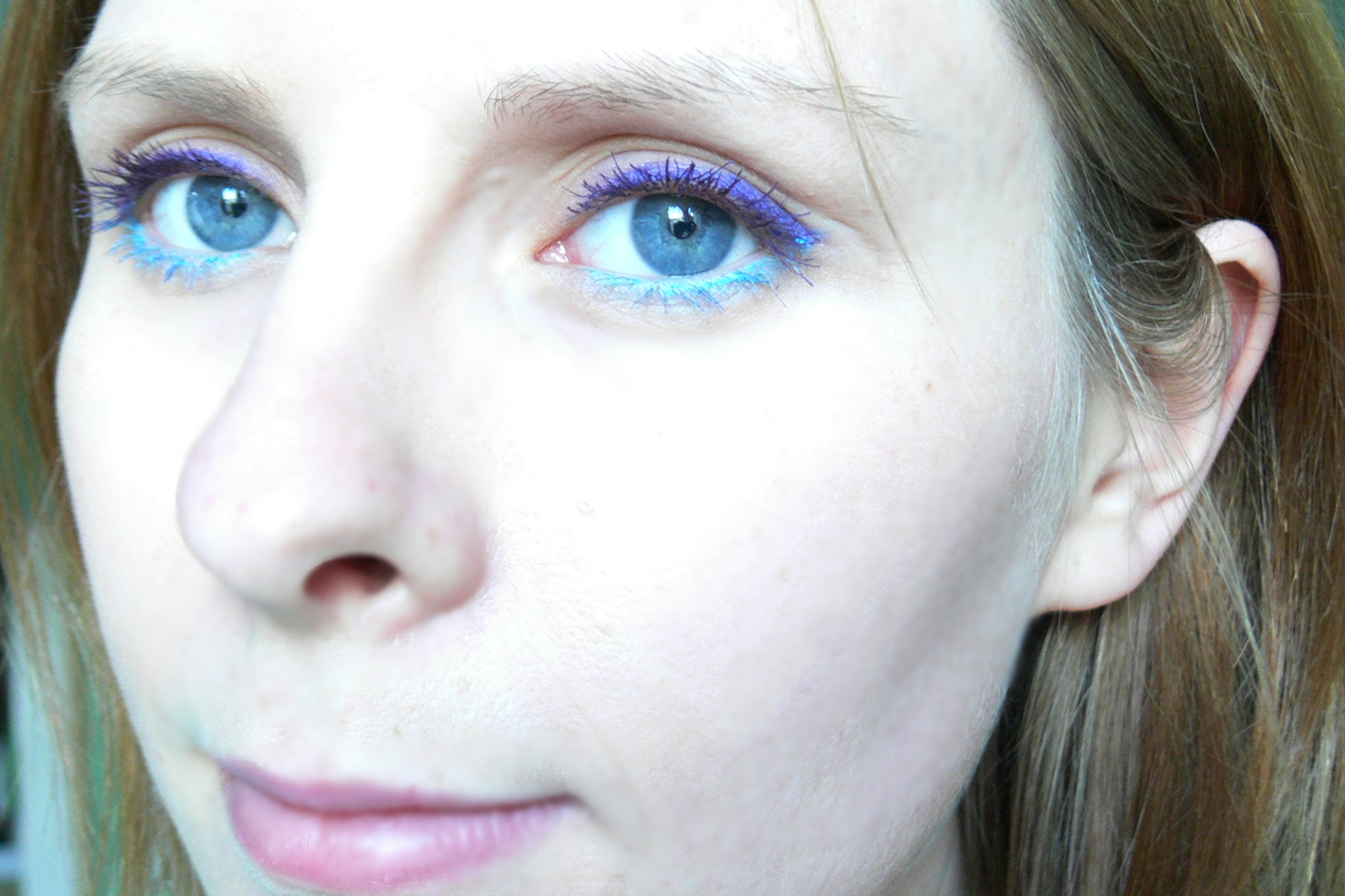 Kredka do oczu AVON Glimmerstick Brights - Purple Peach + Aqua Shock