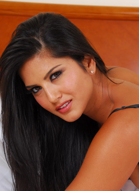 Sunny Leone Spicy Close-up still
