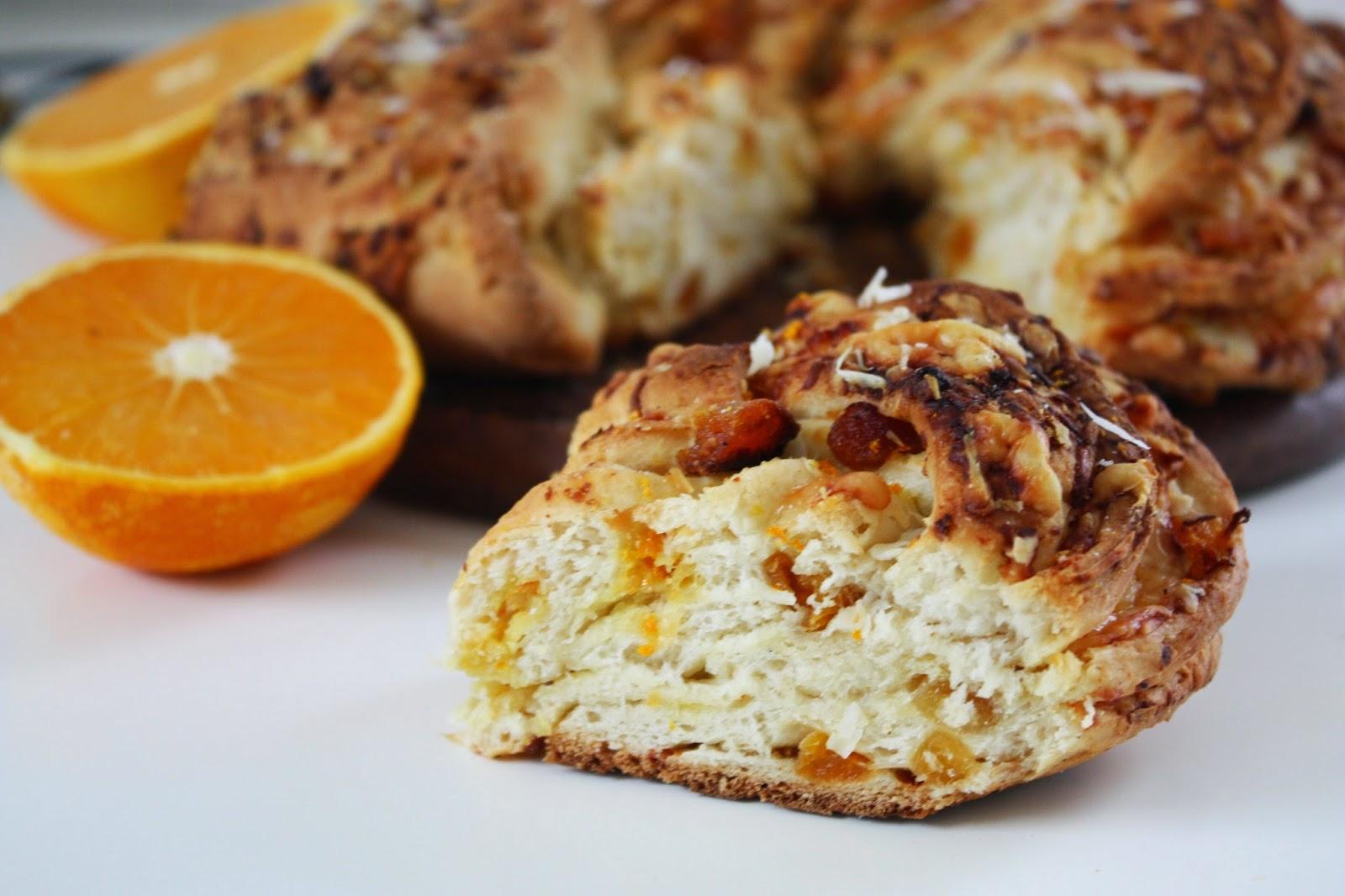 Hefekranz mit Aprikosen Parmesan und Orangen