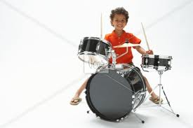 Anedota de açorianos criança a tocar tambores de bateria no Natal