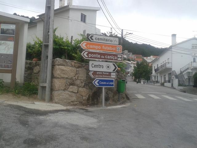 Placa indicação praia fluvial Lapa dos Dinheiros