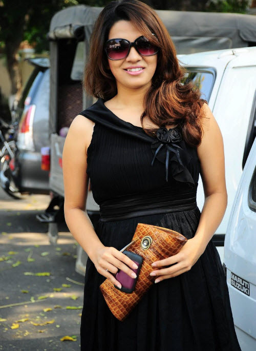 nadia in black actress pics