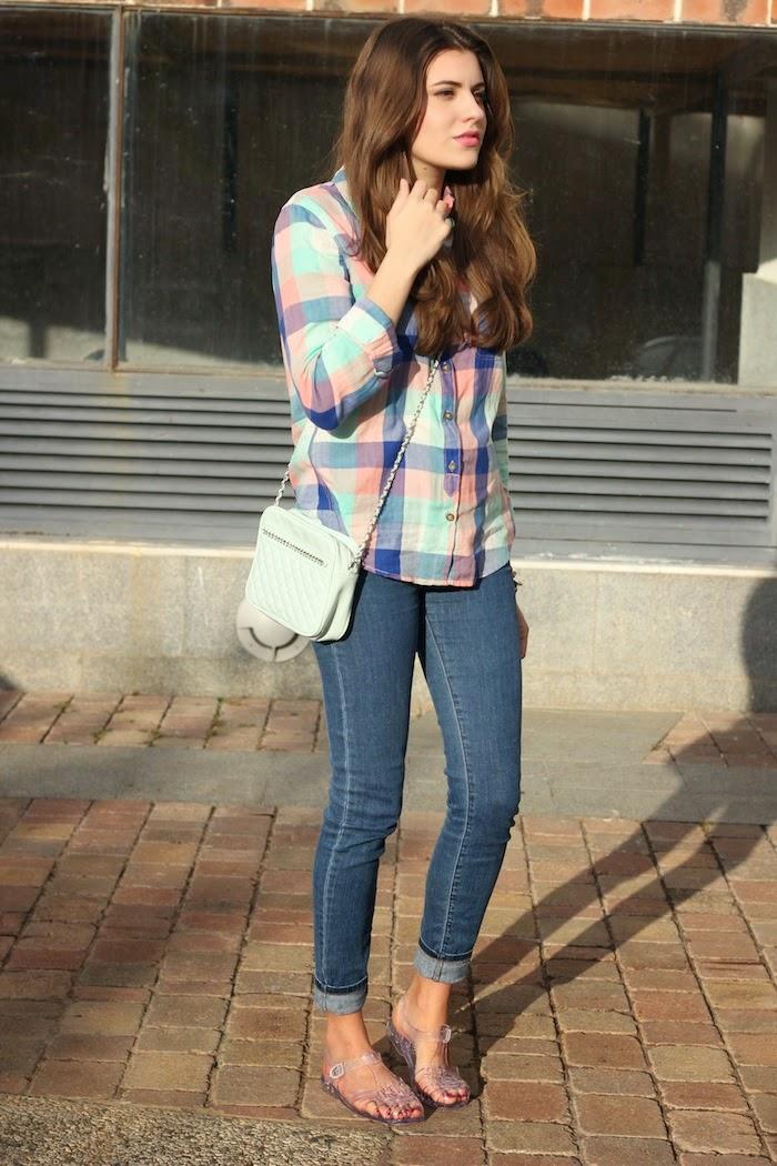 cangrejeras_goma_plástico_zapatillas_zapatos_transparente_transparent_sandals_look_outfit_camisa_cuadros_pastel_streetstyle_angicupcakes03