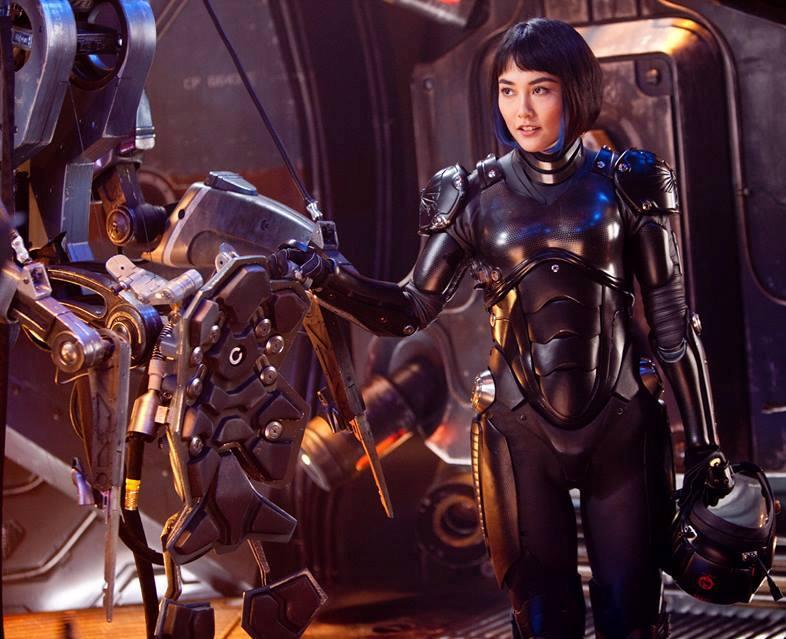 Mako Mori (Rinko Kikuchi) under the tutelage of commanding officer Stacker Pentecost (Idris Elba) to try to destroy the