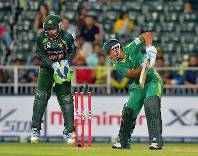 Johannesburg, South Africa, Pakistan, T20, Twenty20, Wanderers Stadium, Nasir Jamshed, Bold Out, Cricket, Batsman, Sports, Cricket, Henry Davids, Umer Akmal,