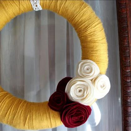 DIY: Yarn Wreath with Felt Flowers