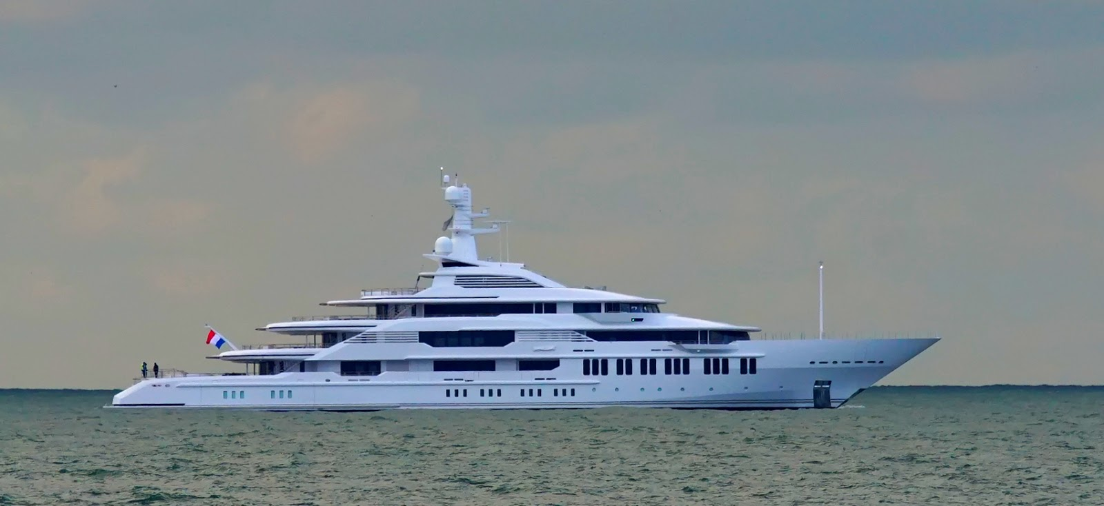 Superyacht INFINITY Starboard