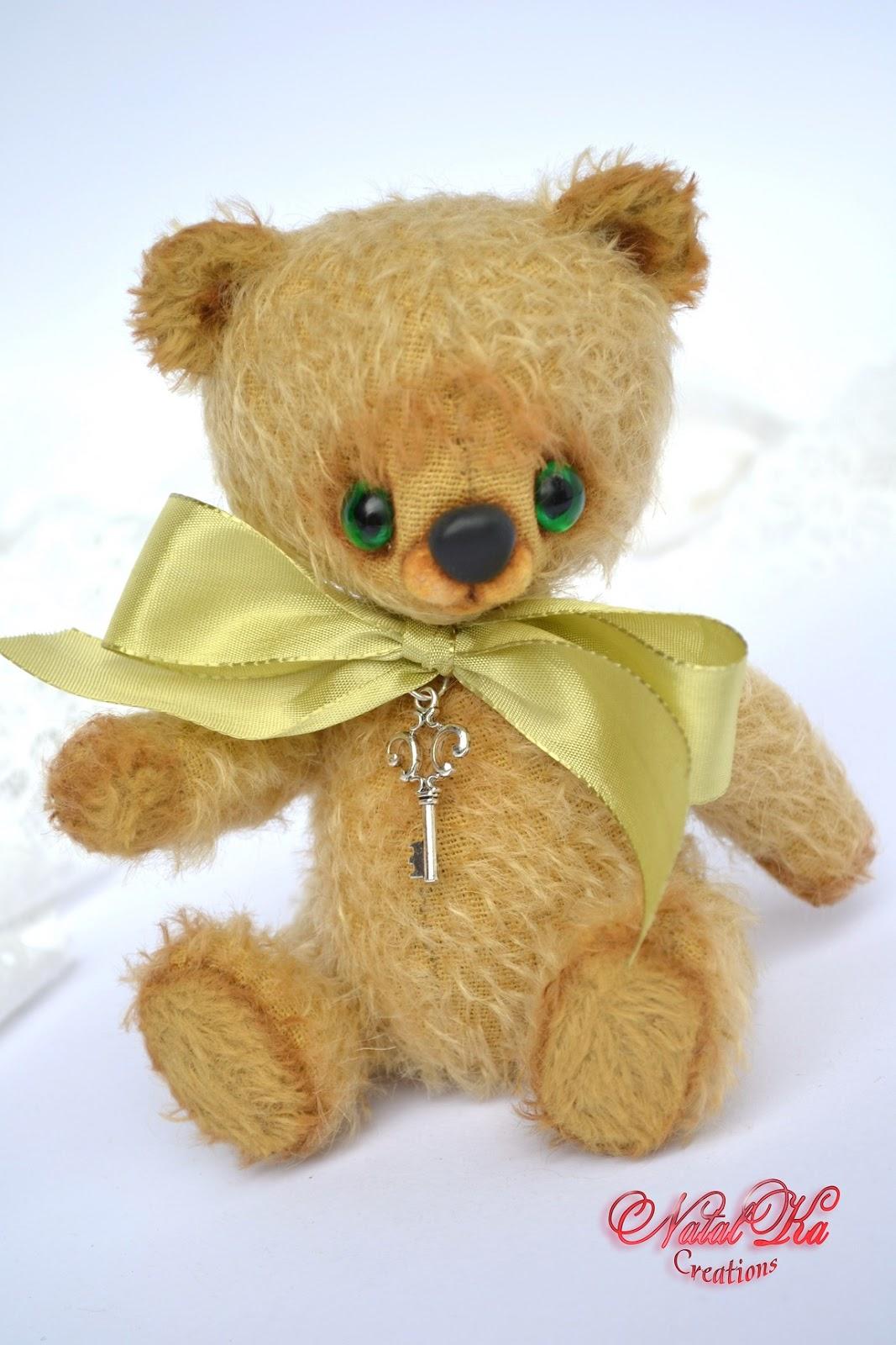 Artist teddy bear ooak handmade from mohair by NatalKa Creations. Künstlerbär Teddy Unikat handgemacht aus Mohair von NatalKa Creations.