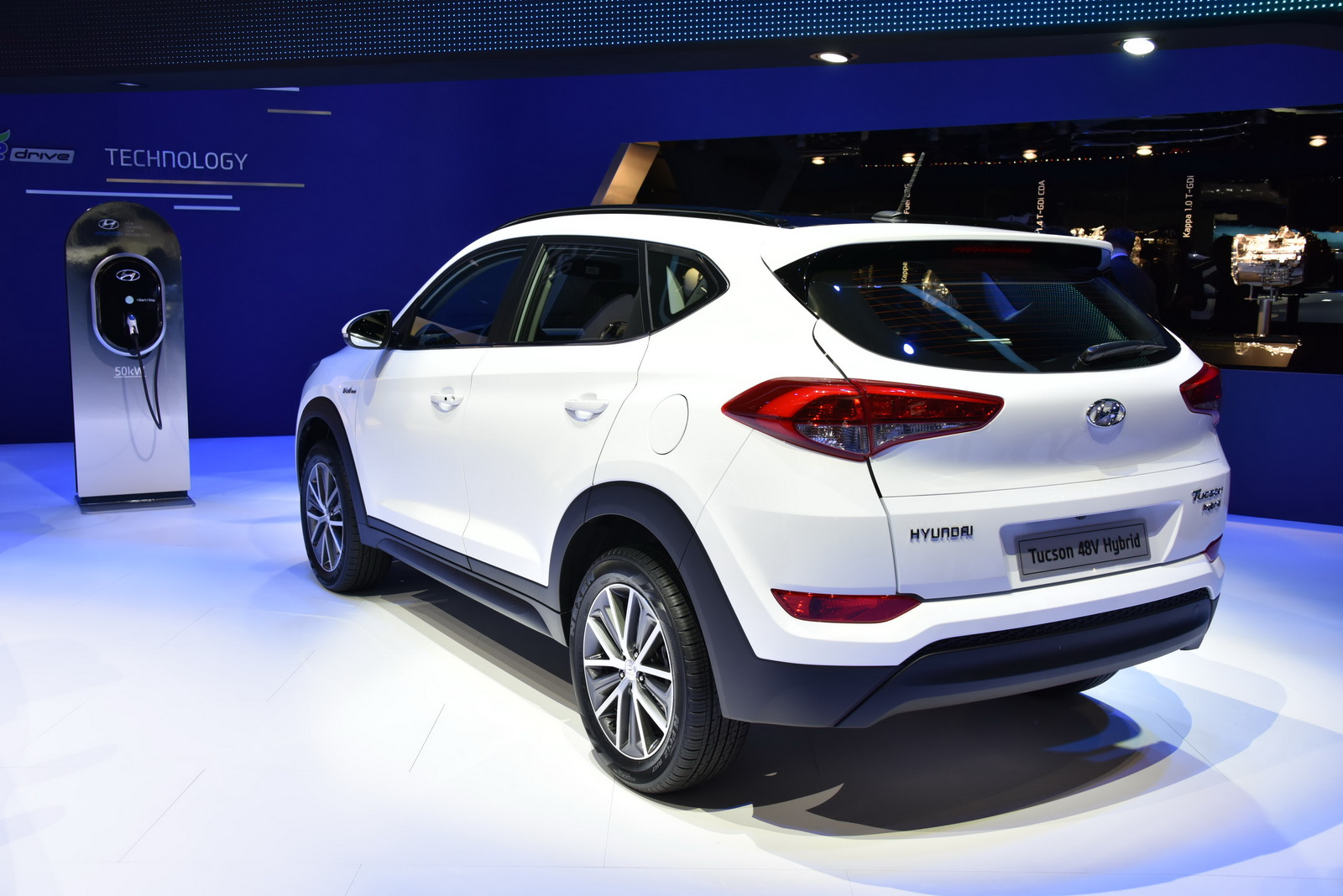 hyundai tucson 48v hybrid and plug in hybrid concepts showcased in geneva. Black Bedroom Furniture Sets. Home Design Ideas