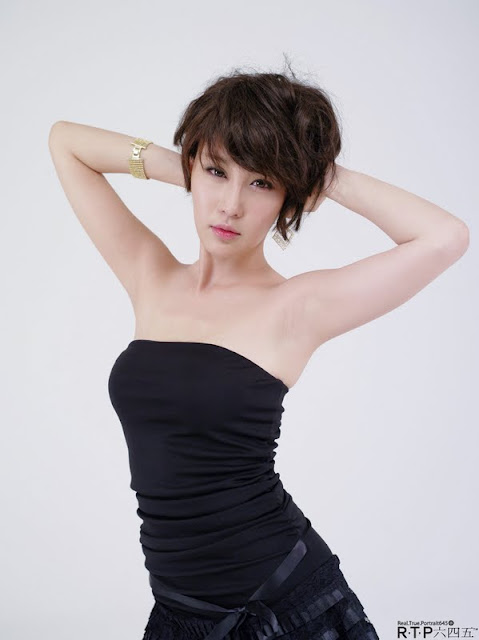 Hwang In Ji Lovely in Black Mini Dress