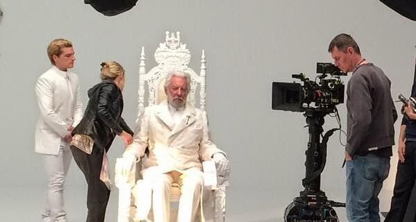 Mockingjay Part 1 Teaser Trailer Behind-the-scenes (BTS)