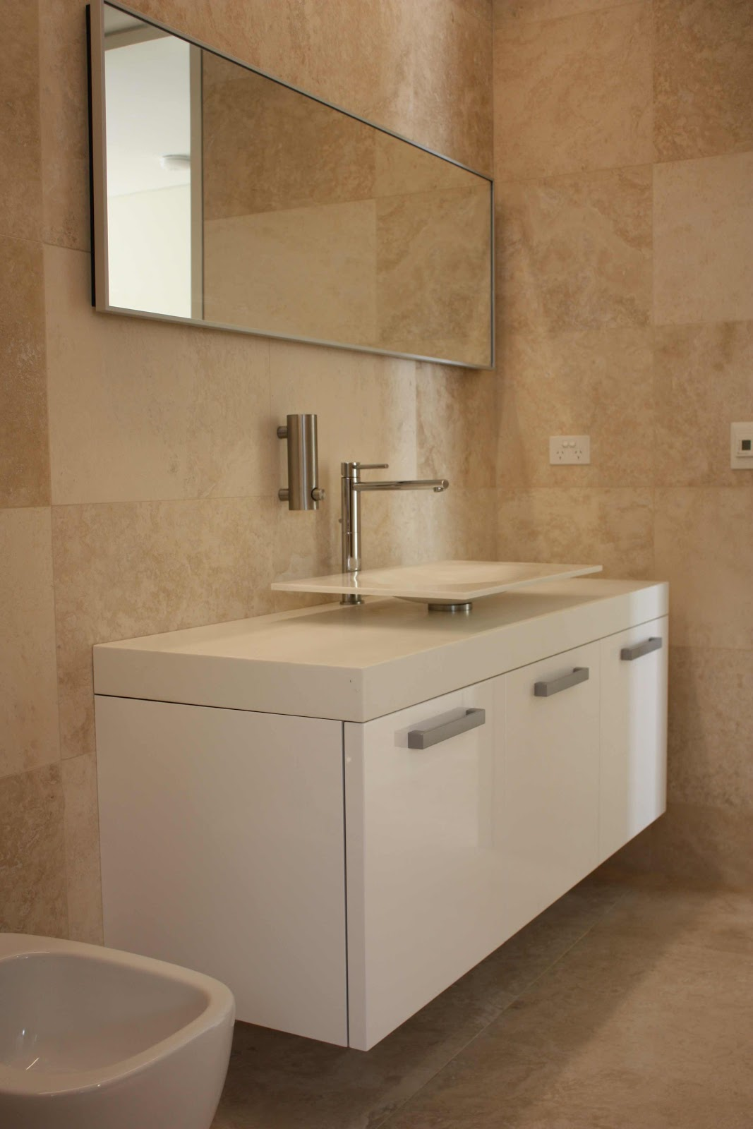 Minosa travertine bathrooms the natural choice modern for Travertine tile in bathroom ideas