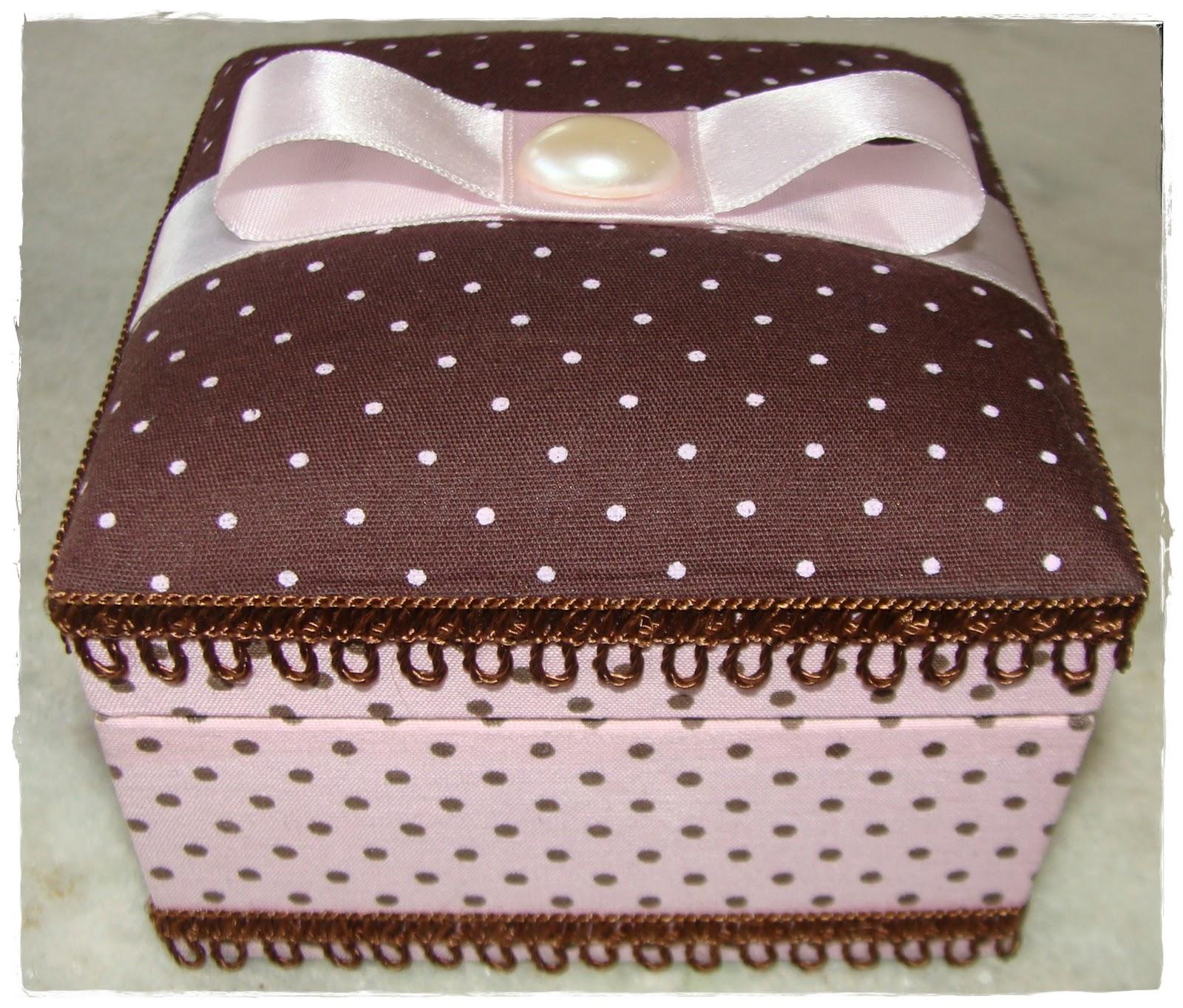 Lembrancinhas e Festas: Como forrar caixa de MDF com tecido #442722 1600x1363