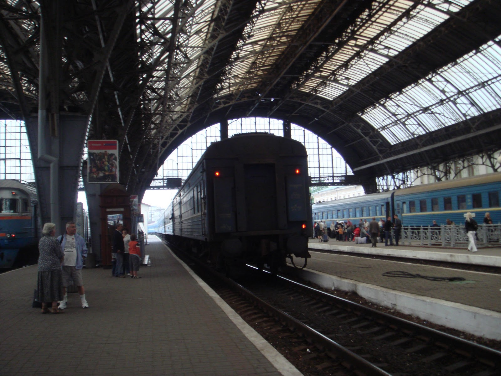 http://1.bp.blogspot.com/-TORJ4Fd3F_U/TZfxXbzzBmI/AAAAAAAAATI/iS9s-i4C0QY/s1600/Lviv_train_station_inside.jpg