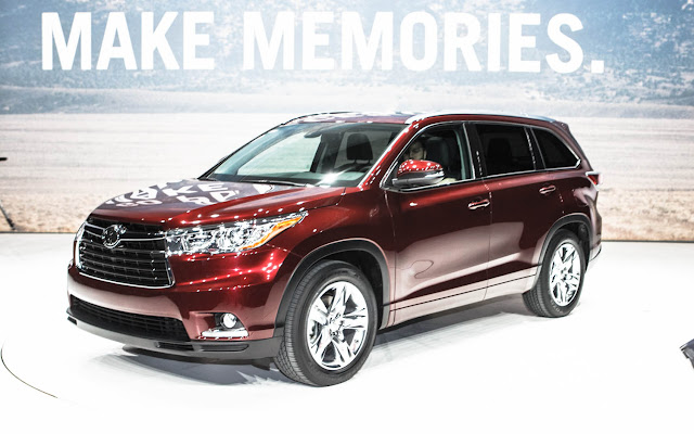 2014 Toyota Highlander front three quarter