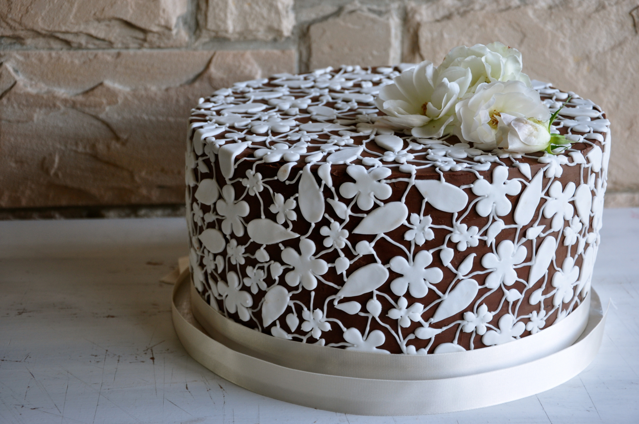 Chocolate And White Lace Wedding Cake