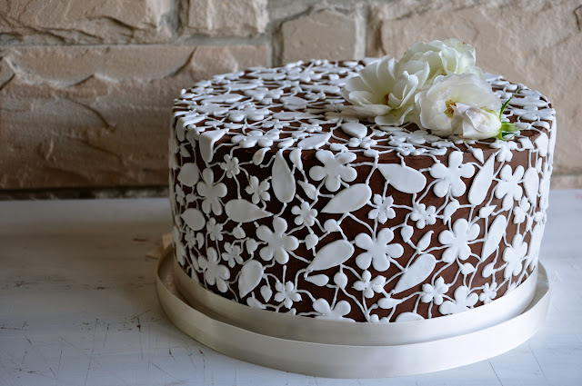 Rozanne 39 s cakes chocolate and white lace wedding cake for Chocolate lace template