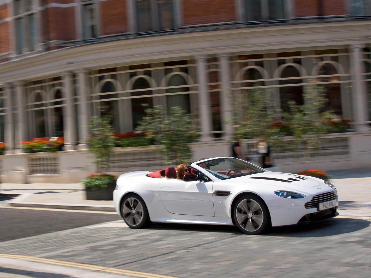http://1.bp.blogspot.com/-TPOj4D5DfYY/UFmUMgPauOI/AAAAAAAAAQs/GC_qIjMM3i4/s1600/2012-Aston-Martin-V12-Vantage-Roadster-2.jpg