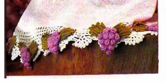 Barra com aplicação de uvas em Crochê