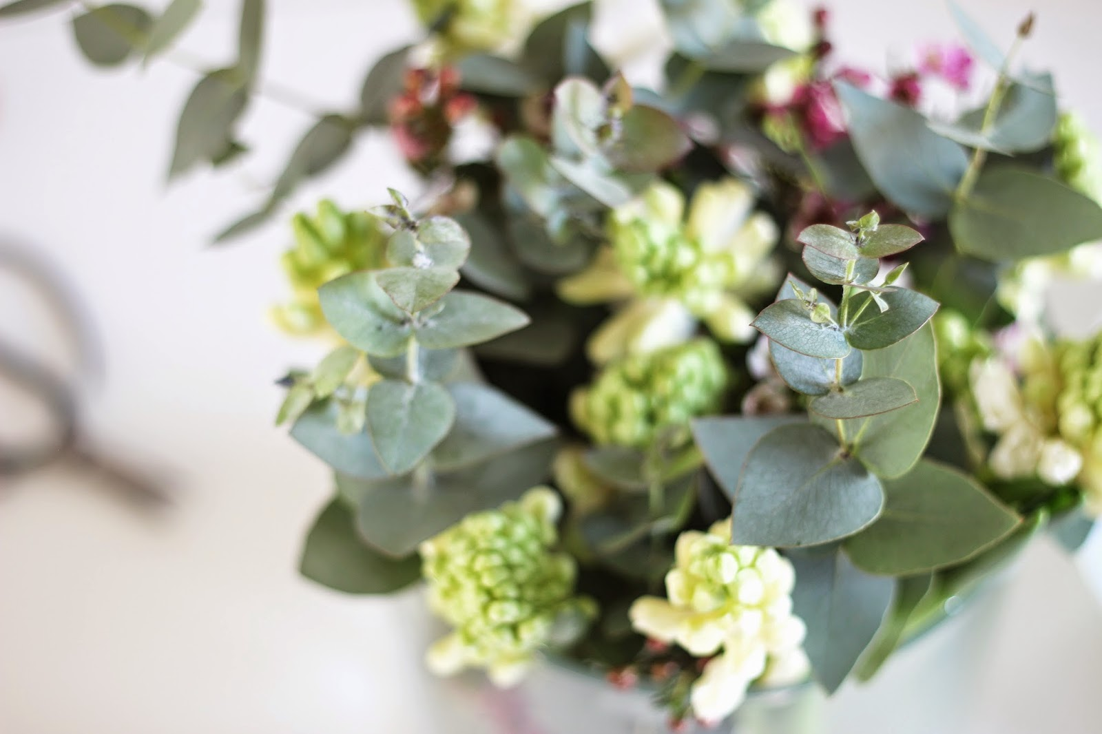 friday flowers, scandinavian interior, via http://www.scandinavianlovesong.com/