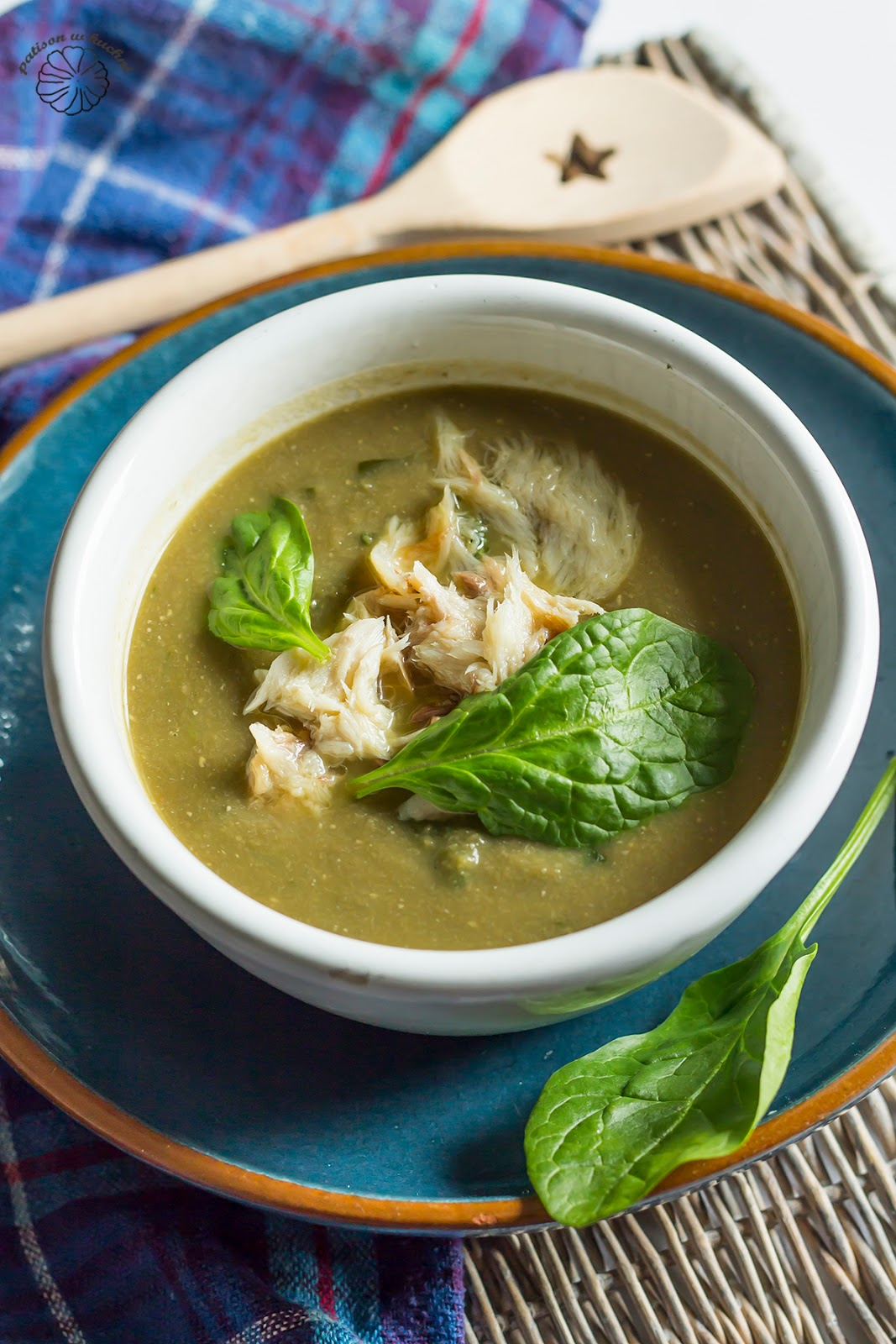 Zupa z soczewicy z makrelą i szpinakiem.