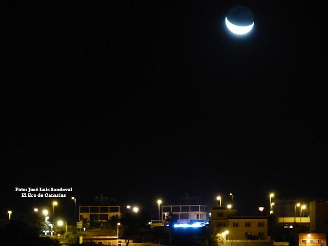 La luna en forma de cuerno o la luna en forma de u anuncia frío