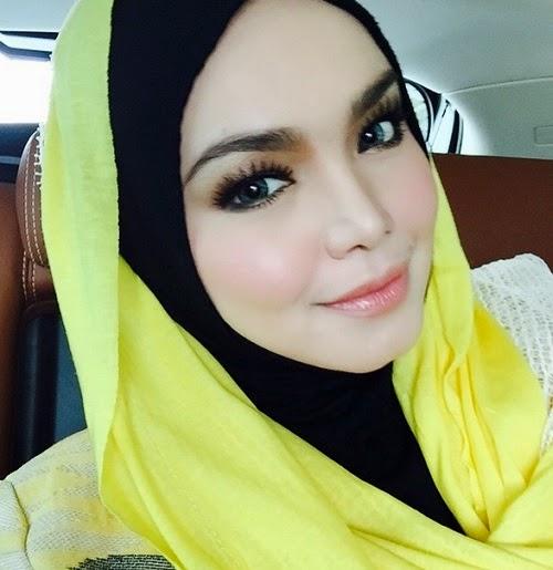 2 foto fesyen terlampau ketat siti nurhaliza di konsert for Siti di foto