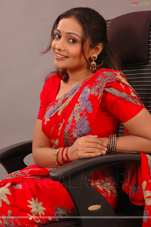 Indian Celebs Pics Meera Vasudevan Hot In Red Saree