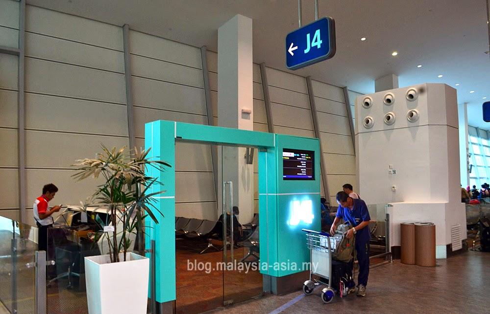 boarding gate at klia2