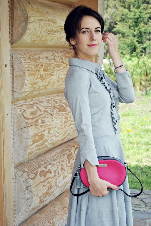 http://modniepodgiewontem.blogspot.com/2015/06/szara-sukienka.html