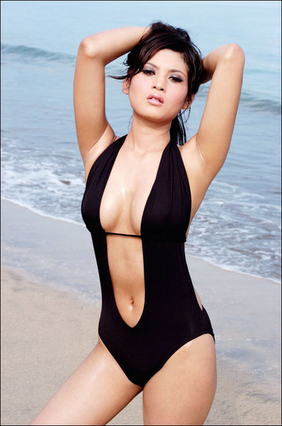 Foto hot Novi Amelia model di majalah