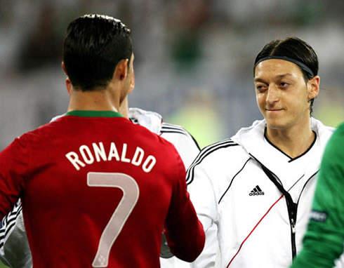 Cristiano Ronaldo Dan Mesut Ozil Di Piala Eropa 2012