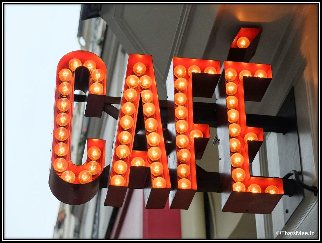 Cafe Loustic coffee shop rue Chapon Paris déco cosy Marais , café enseigne lumineuse vintage