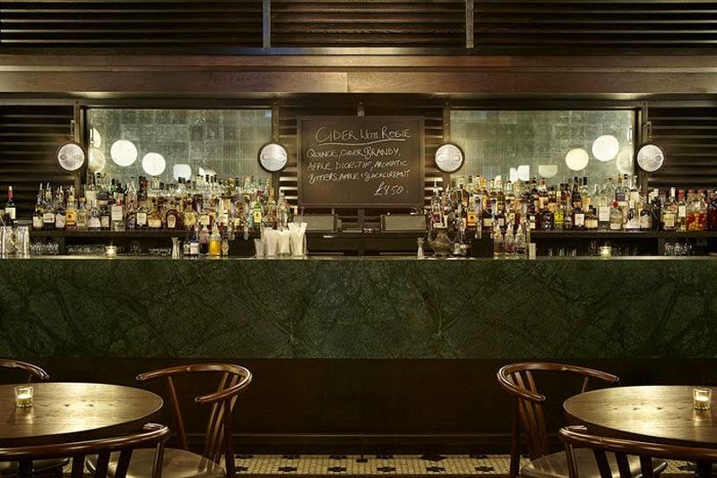 Los 29 mejores dise os de interiores de bares y for Disenos de bar de madera