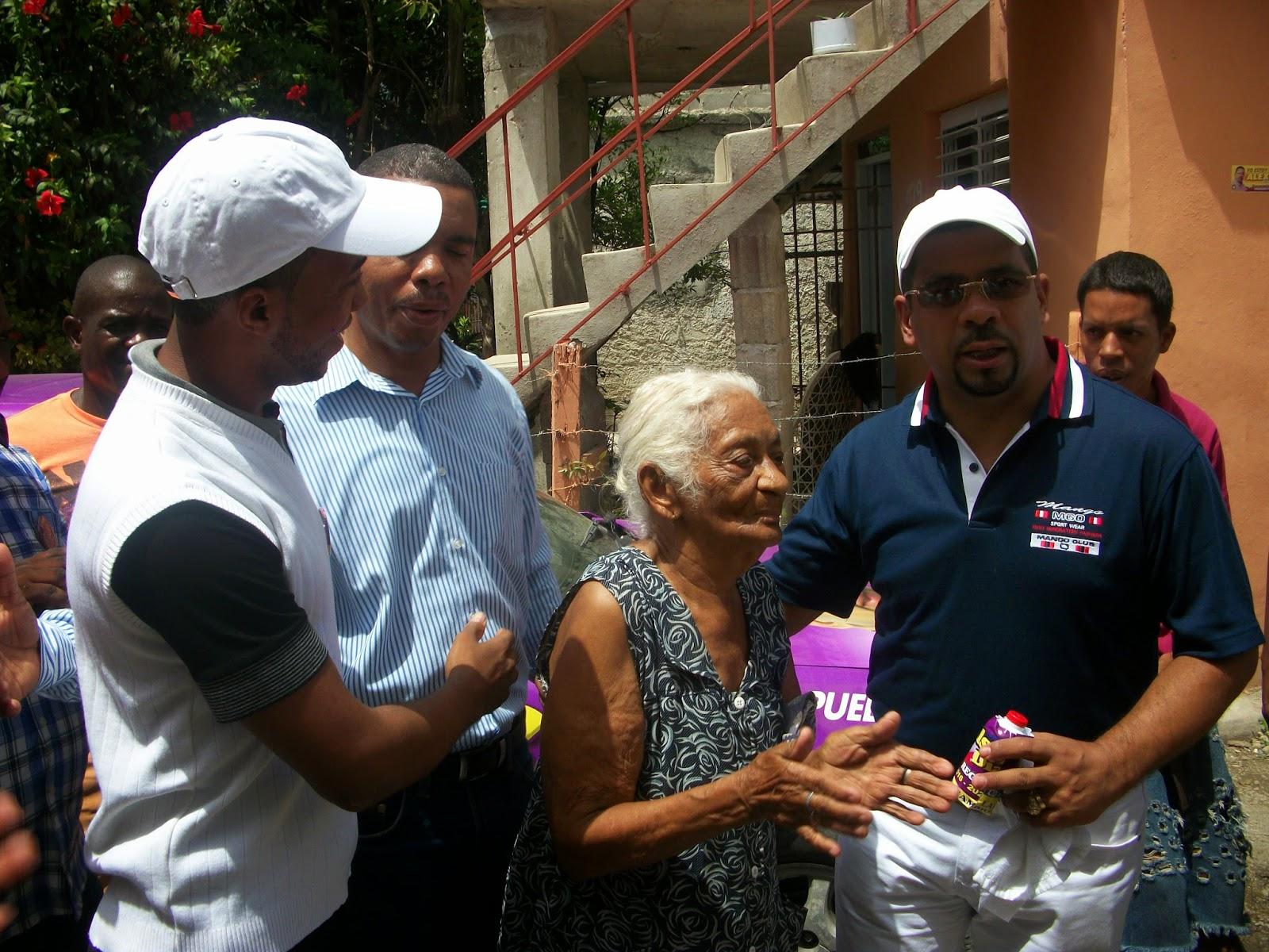 Alexis Sánchez, Wilson Díaz y Omega encabezan operativo de fumigación en Madre Vieja Norte