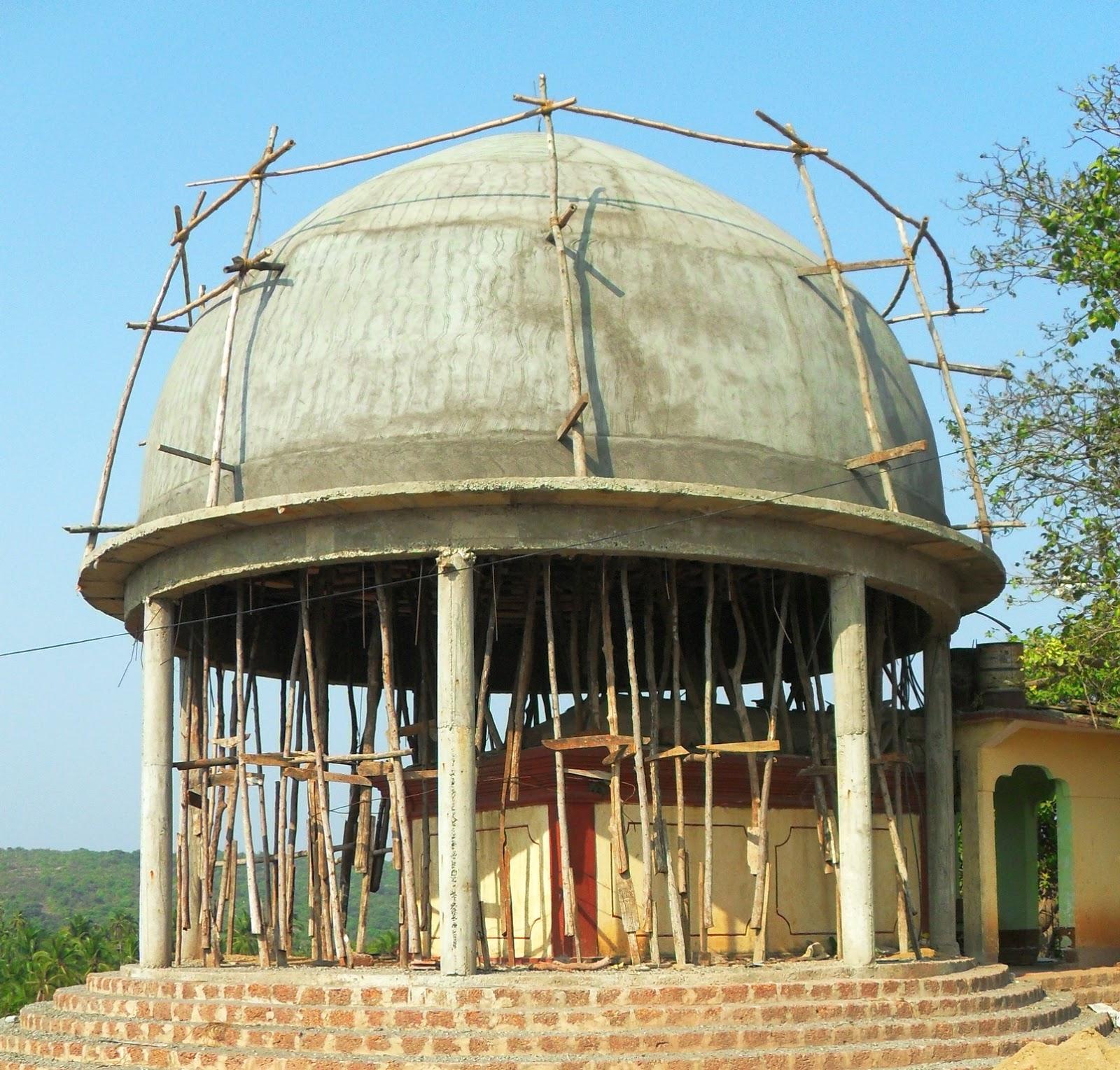 опоры из  кривых палок в Индии
