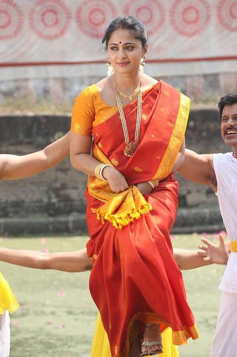 anushka in thandavam latest photos