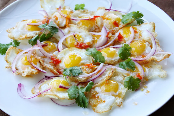 thai fried eggs