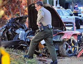 Foto Mobil Kecelakaan Paul Walker