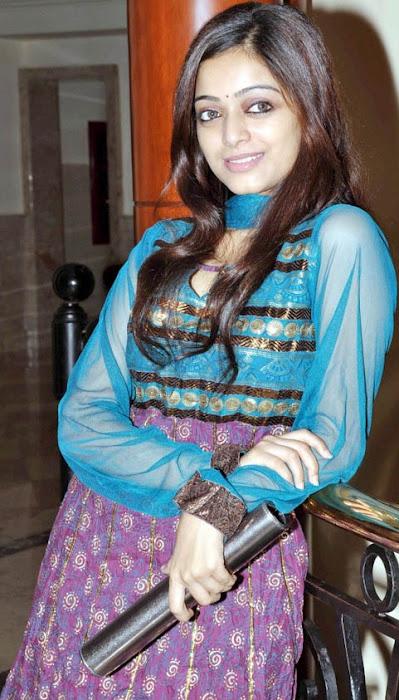 janani iyer – actress pics