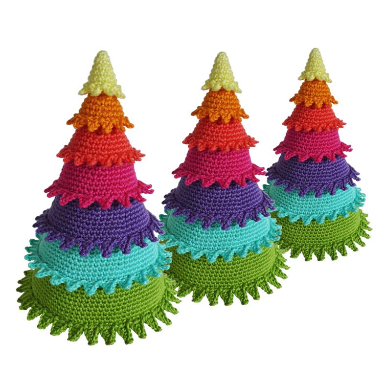 arboles de navidad diy con telas cojines botones perchas