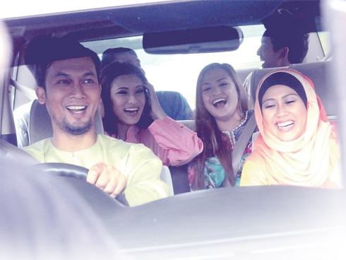 Malaysia, Berita, Gossip, Gosip, Hiburan, Selebriti, Artis Malaysia, Iklan, raya, Astro, Gamat, dengan, 3, selebriti, popular, Erra Fazira, Datuk Aznil Nawwi, Aaron Aziz