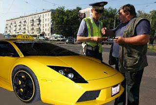 Il Vigile strappa la contravvenzione al tassista