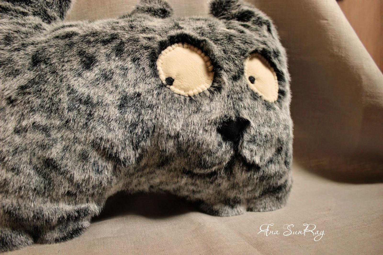 котик, подушка, кот, подушка валик, подушка под голову, подушка в форме кота, игрушка своими руками, забавный котик,   котик выкройка, кот пошив, игрушки из флиса, мягкая игрушка, мягкий кот, смешной кот, забавный котик, подушечка в форме кота
