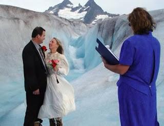 http://infomasihariini.blogspot.com/2015/11/9-upacara-pernikahan-teraneh-dan.html