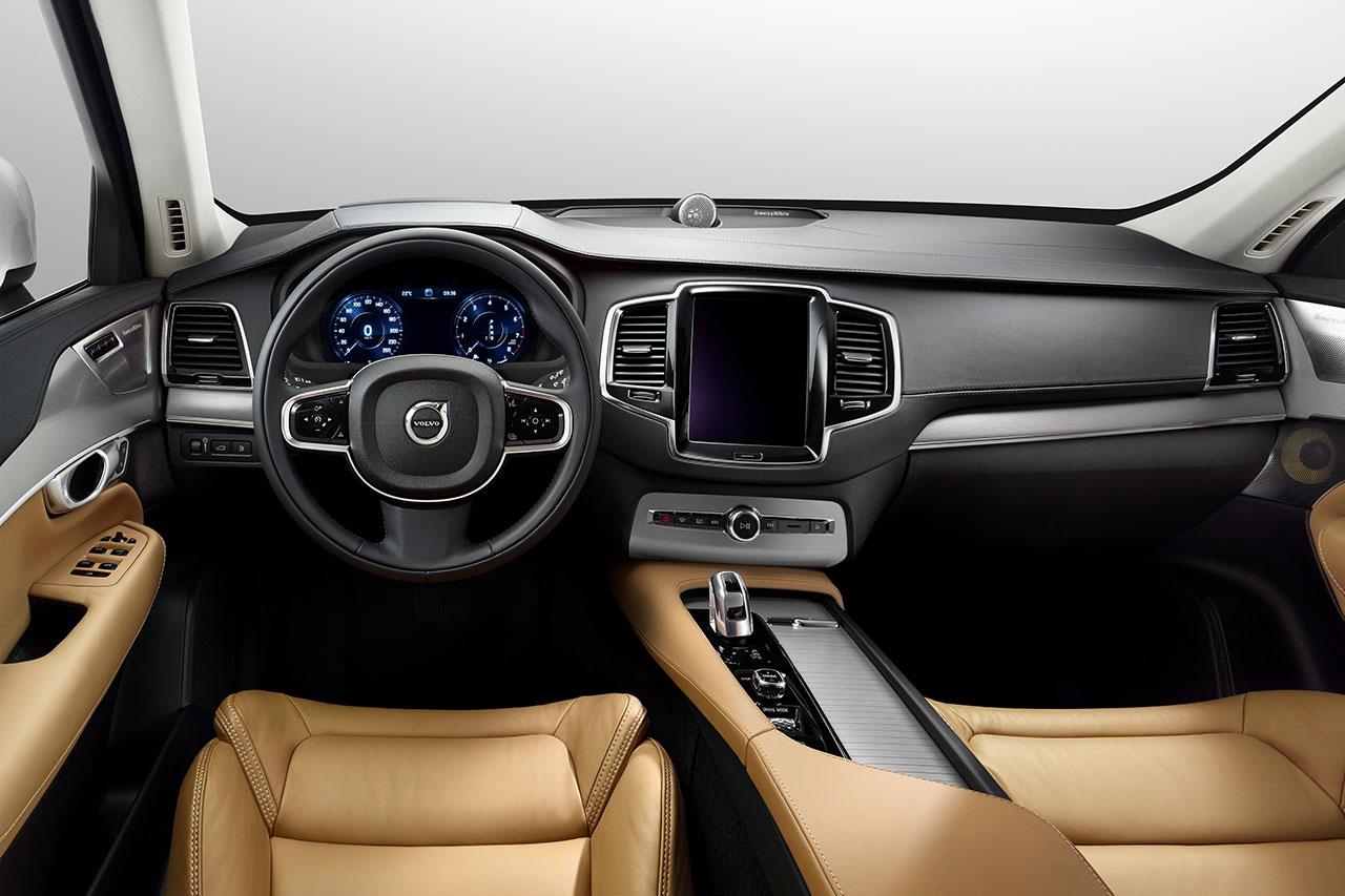 Volvo XC90 T8 SUV dash