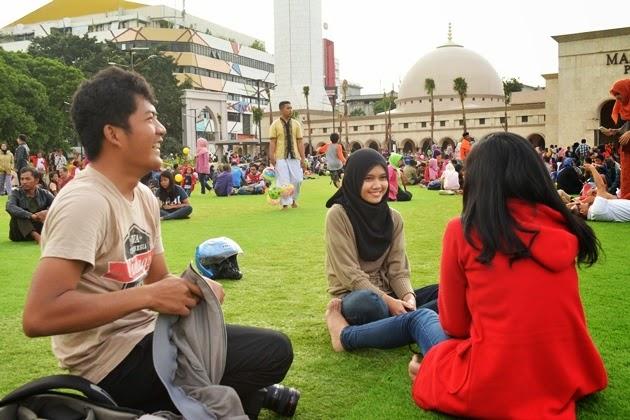 Hunting seru di Alun alun Bandung