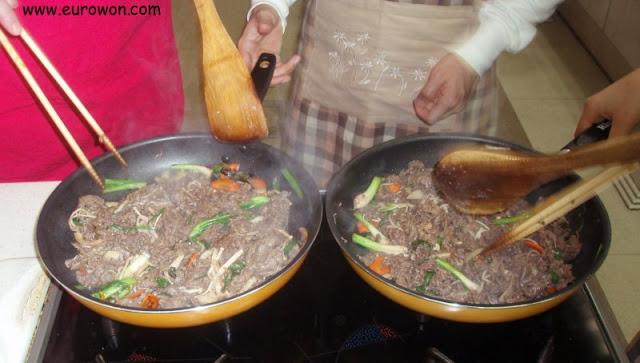 Bulgogi ya cocinado, preparado para servir