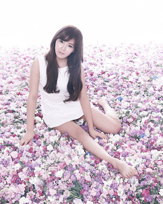 Hyun Young | Rainbow Wallpapers
